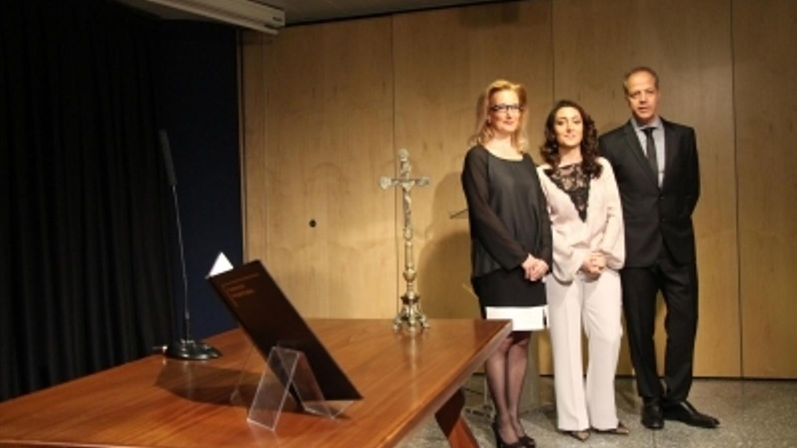 Xavier Granyó, Goretti López i Lourdes Alonso, el dia de la presa de possessió del càrrec de saig. / ARXIU
