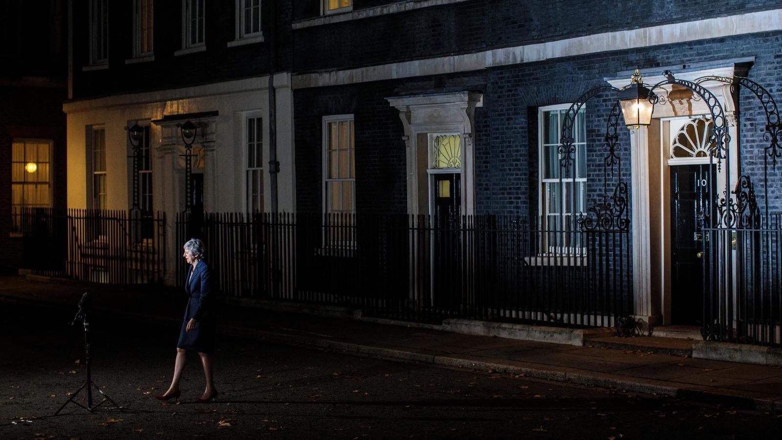 Theresa May en anunciar l'acord a quarts de nou del vespre a Downing Street.