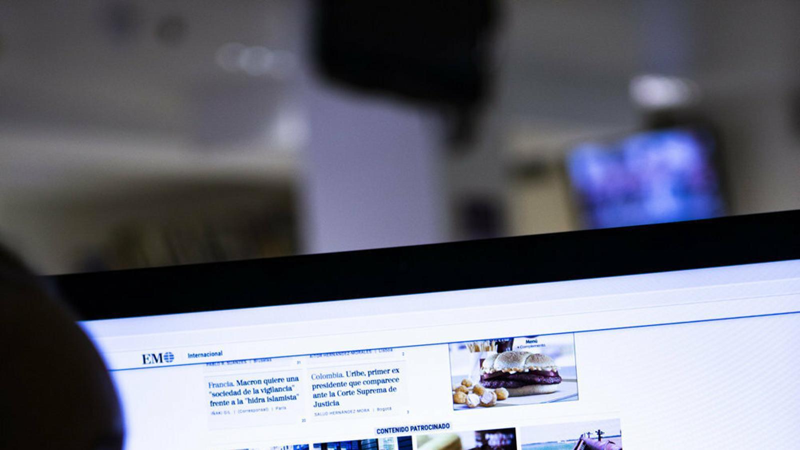 Les webs de molts mitjans inclouen chumbox, anuncis amb continguts estrafolaris situats als peus dels articles i que sovint envien a pàgines desconegudes.