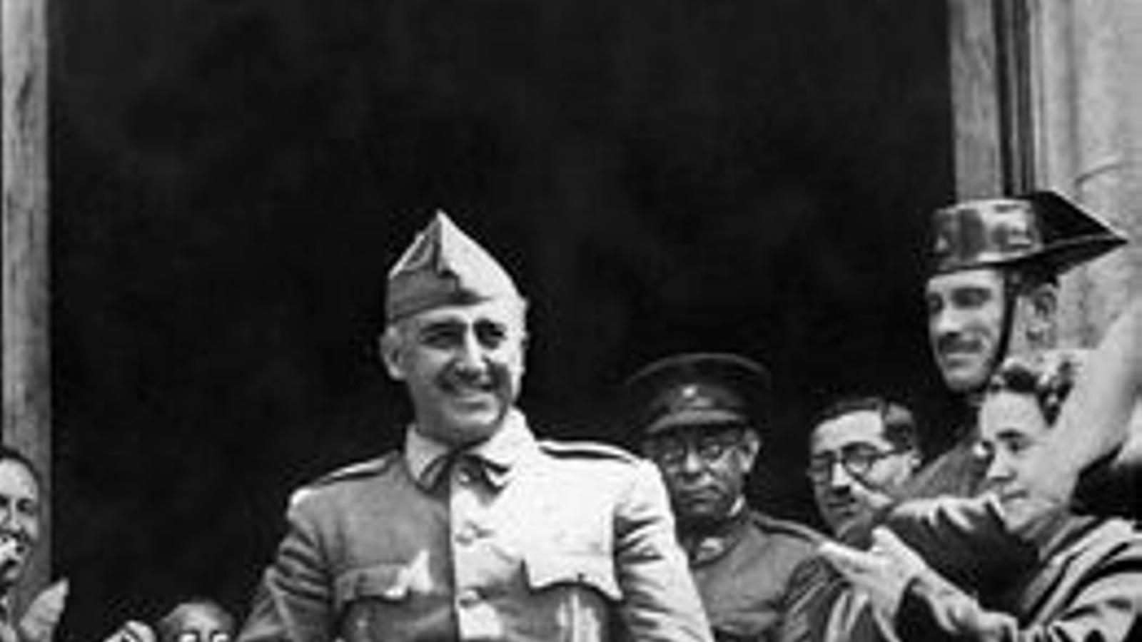 Franco passa de dictador a heroi