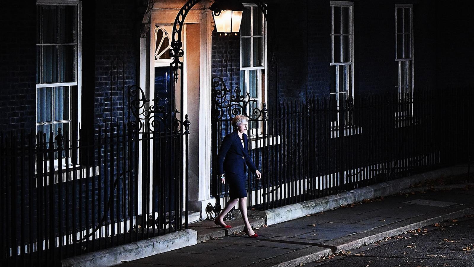 Theresa May salva el primer 'match ball' del Brexit
