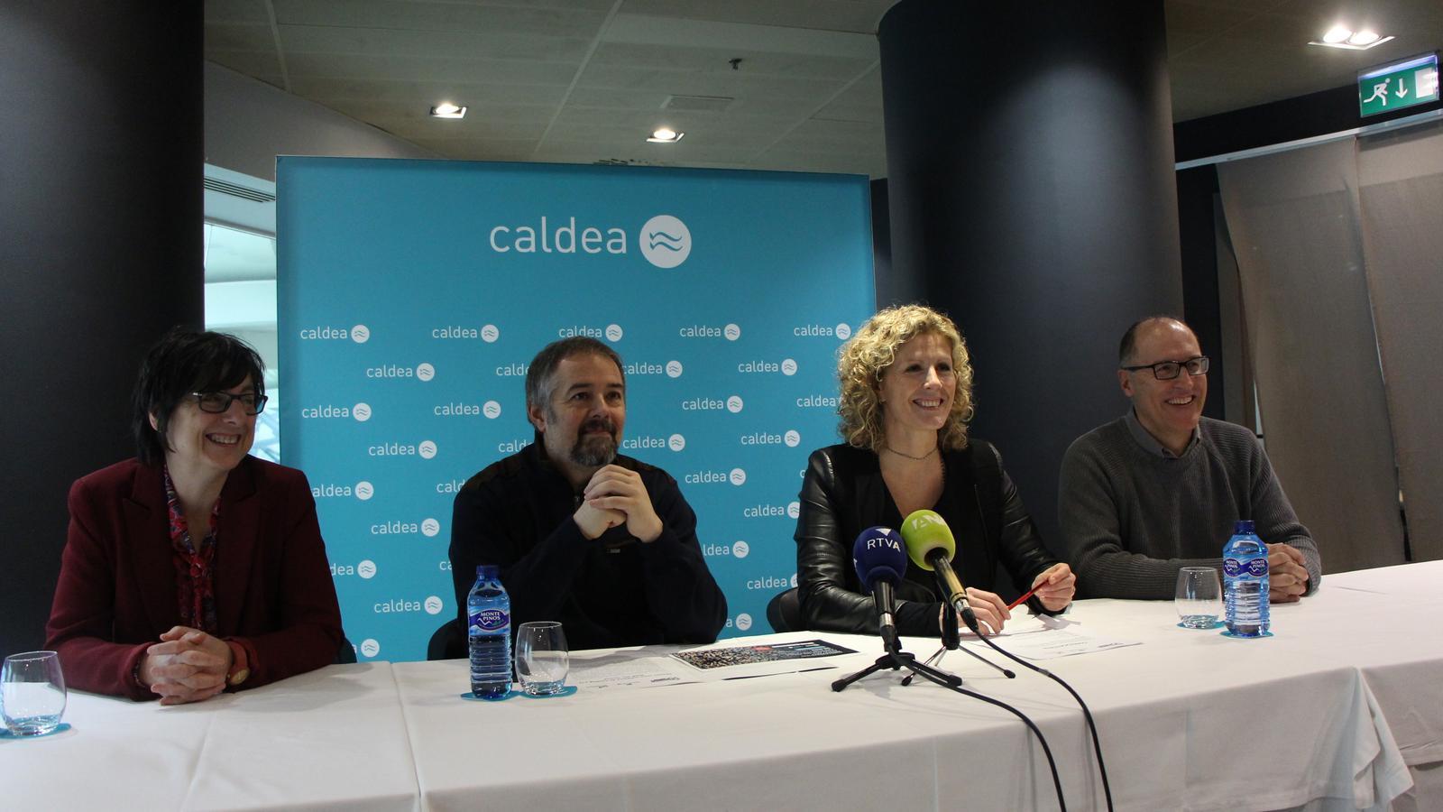 La directora d'Unicef Andorra, Marta Albech; el director de comunicació del MoraBanc Andorra, Gabriel Fernández; la directora del Club Caldea, Laurance Favrel, i el cap d'area d'esdeveniments i programació esportiva del comú d'Andorra la Vella, Josep Tudó. / C.A. (ANA)