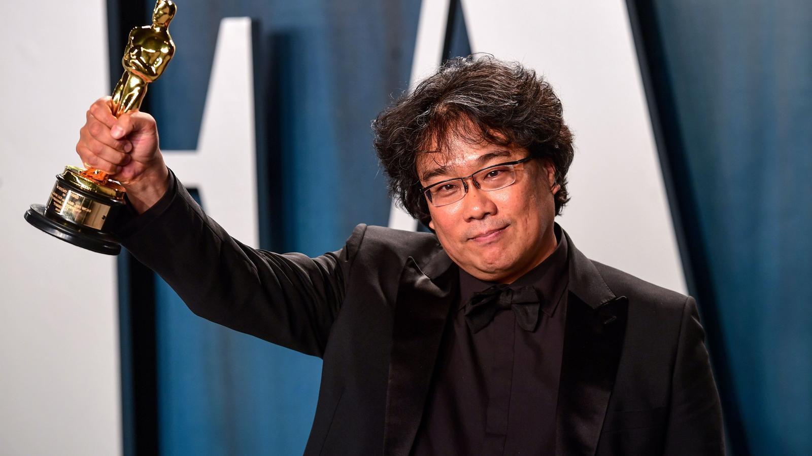 Boon Joon-ho amb l'Oscar per Paràsits