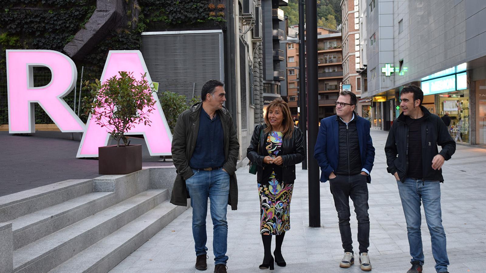 La cònsol major d'Andorra la Vella, Conxita Marsol i el conseller d'Urbanisme i Aparcaments, Josep Antoni Cortés, amb els regidors de Pontevedra Demetrio Gómez i Xaquín Moreda. / M. F. (ANA)