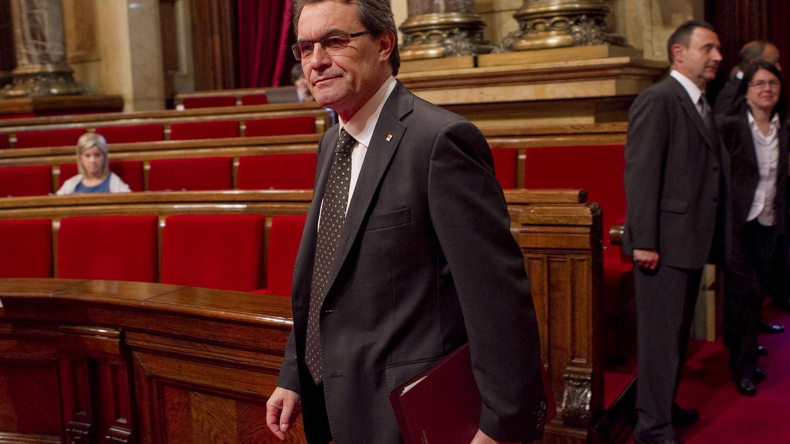 RUMB A UN FRONT MÉS AMPLI  Artur Mas va oferir ahir la seva versió més pactista al ple del Parlament. Sense renunciar a l'objectiu que Catalunya tingui la clau de la caixa, el president va repartir joc per posar la pista d'aterratge a un acord més ampli pel pacte fiscal.