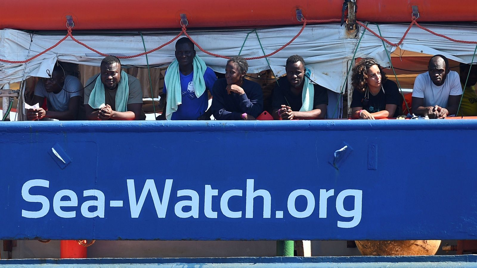 L'ONG Sea Watch desobeeix Salvini i vol atracar a Itàlia