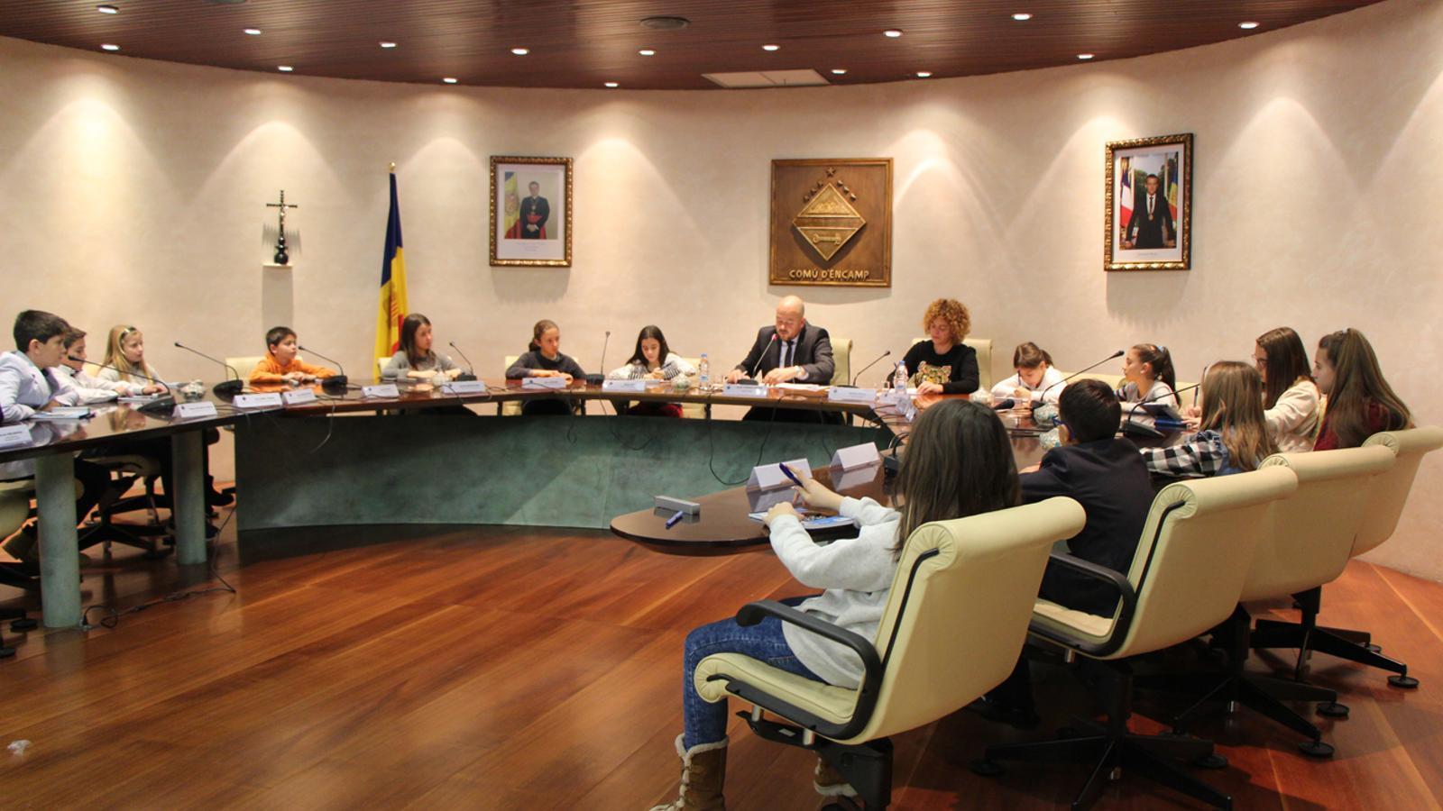 Un moment del consell d'infants d'Encamp, presidit pel cònsol major, Jordi Torres. / L. M. (ANA)