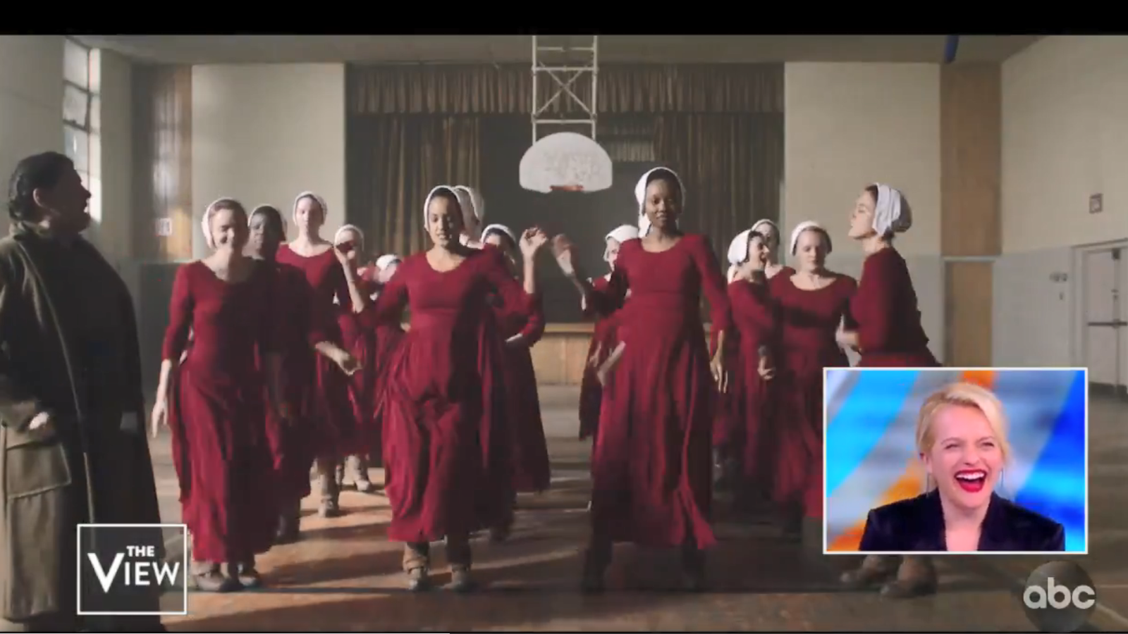 Les actrius de 'The handmaid's tale' alliberen tensió ballant Taylor Swift