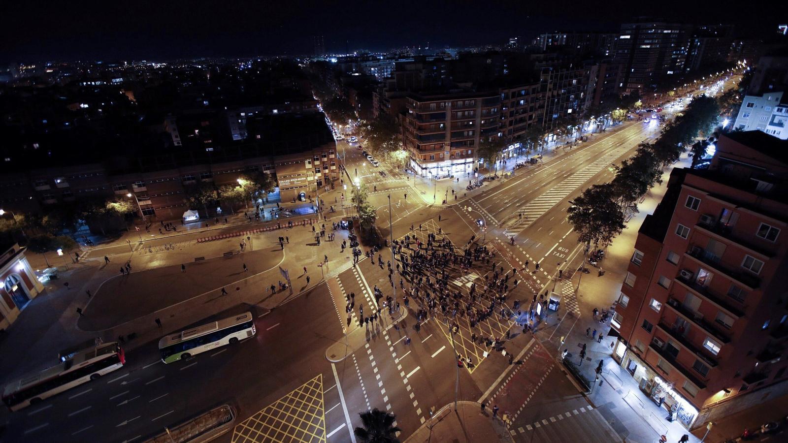 Desallotgen el campament de la plaça de Sant Jaume