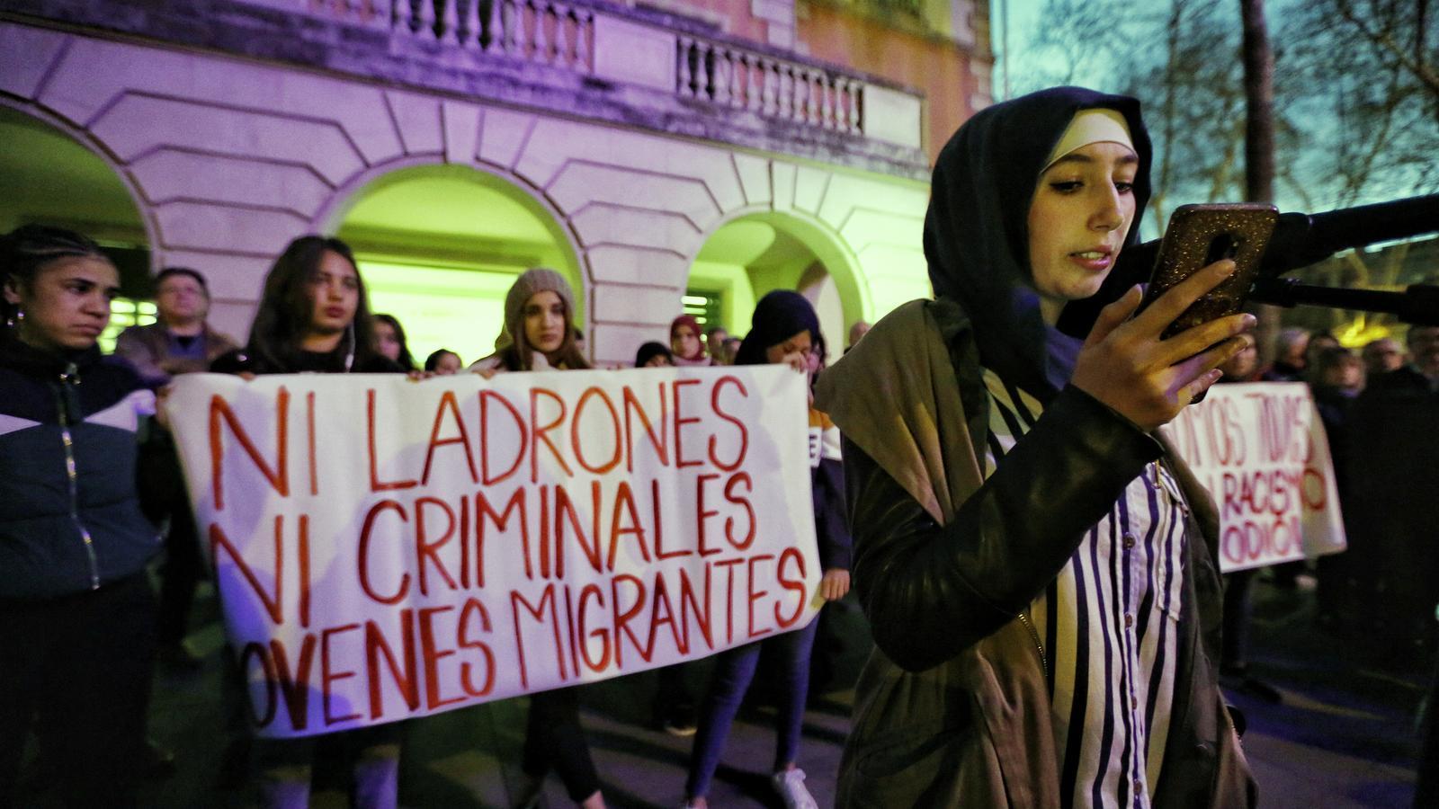 L'assalt al centre de 'menes' enfronta els veïns de Castelldefels