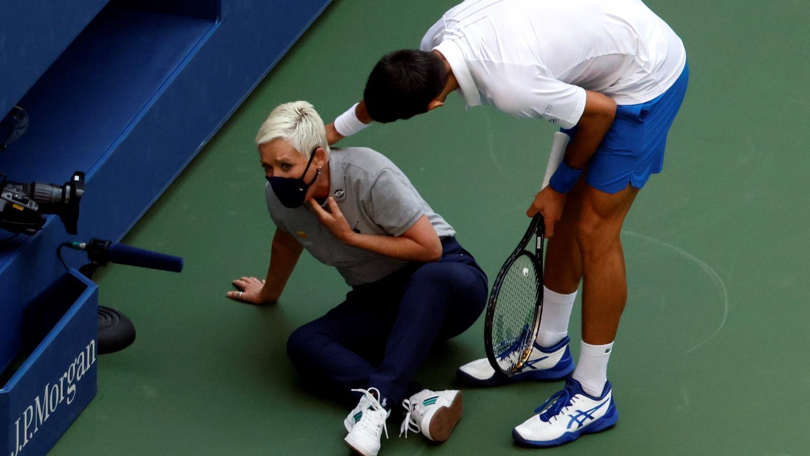 Novak Djokovic interessant-se per la  jutge de línia