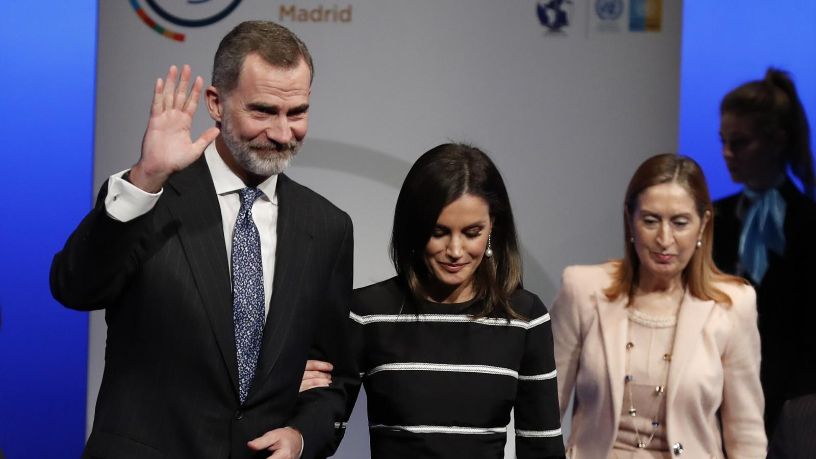 Felip VI rep el Premi de la Pau i la Llibertat al Congrés Mundial del Dret mentre se celebra el judici al Procés