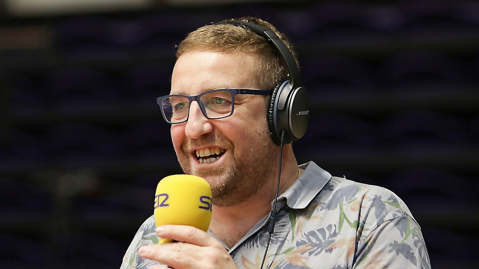 Carles Jódar, locutor de Ràdio Manresa, durant una retransmissió d'un partit del Baxi Manresa d'aquesta temporada.
