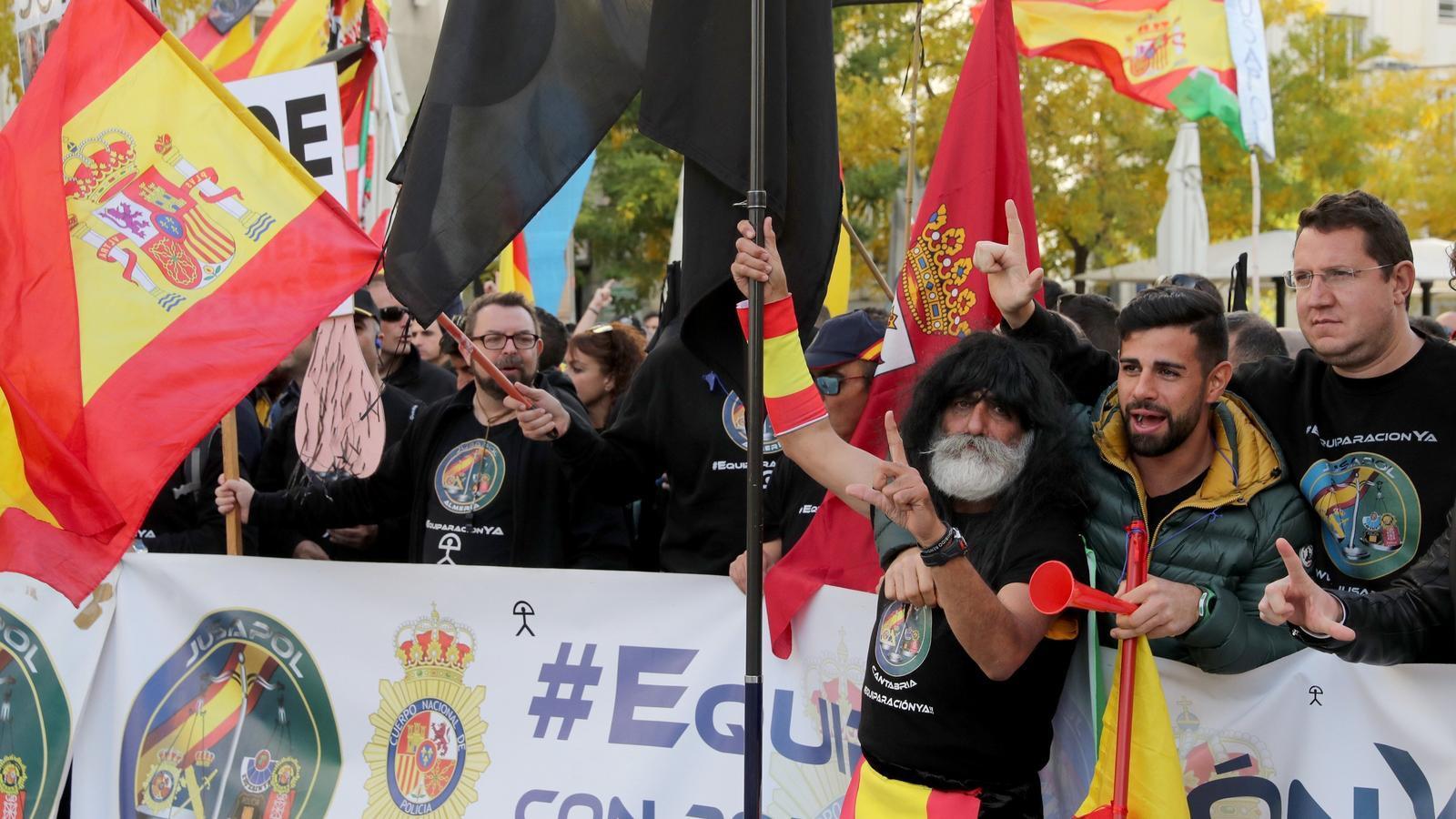 Manifestació de Jusapol a les portes del Congrés dels Diputats