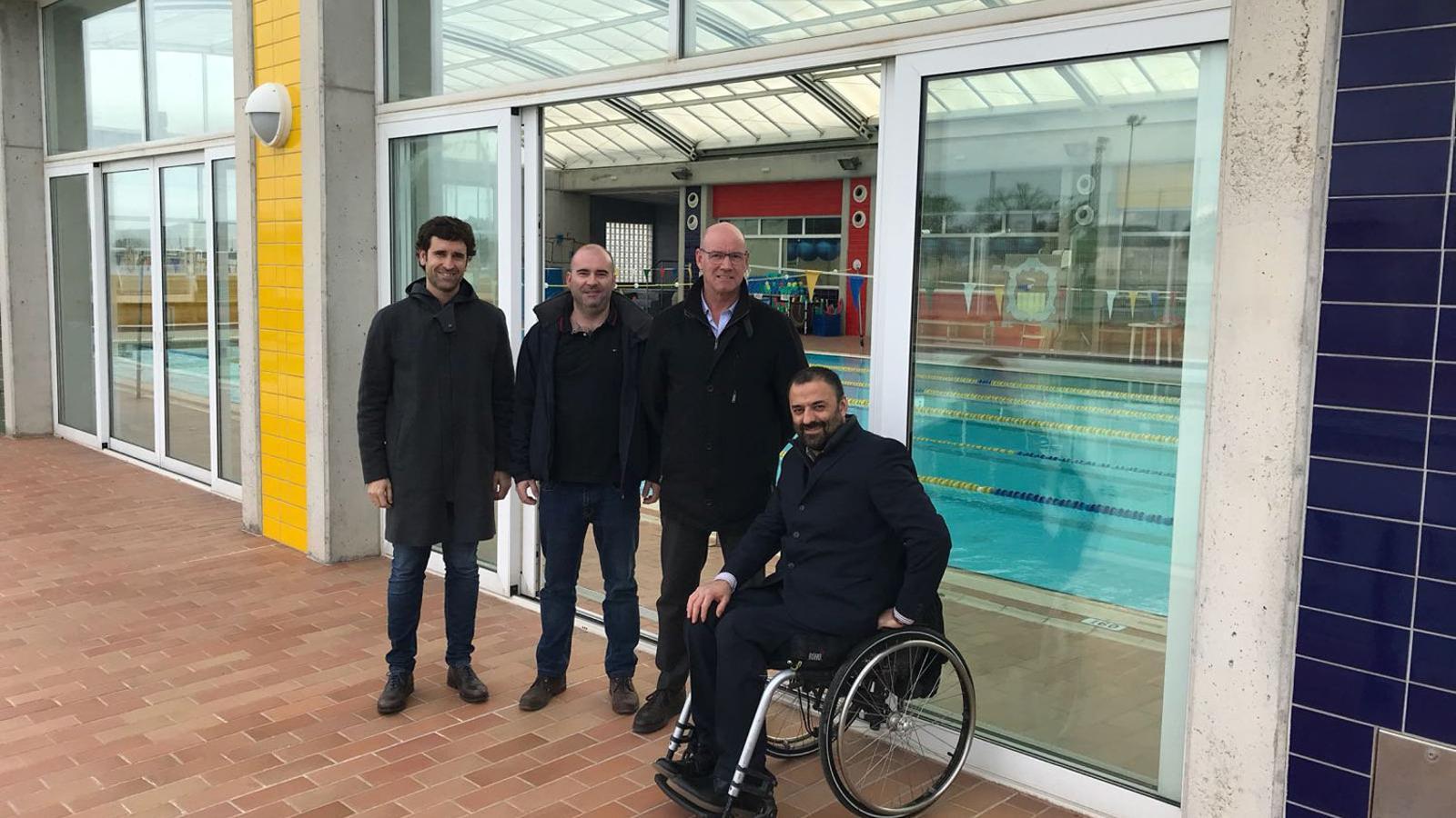 Jordi J. de Llop; Tugores, regidor d'Esports; el batle Vives i August Tarragó, de l'empresa de serveis.