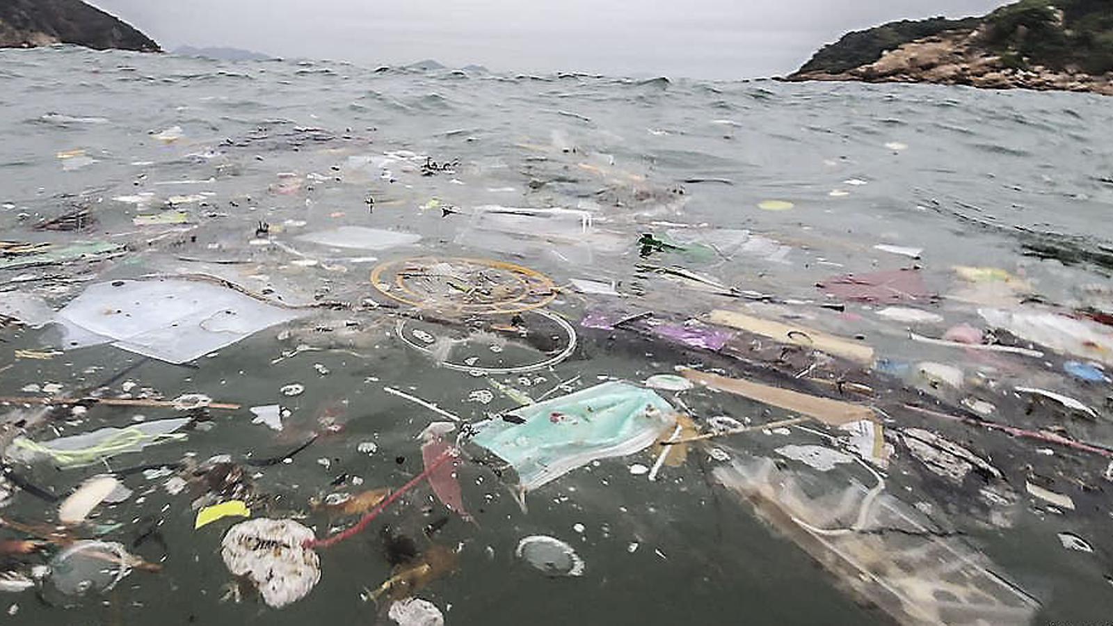 El covid-19 genera  una pandèmia de deixalles plàstiques
