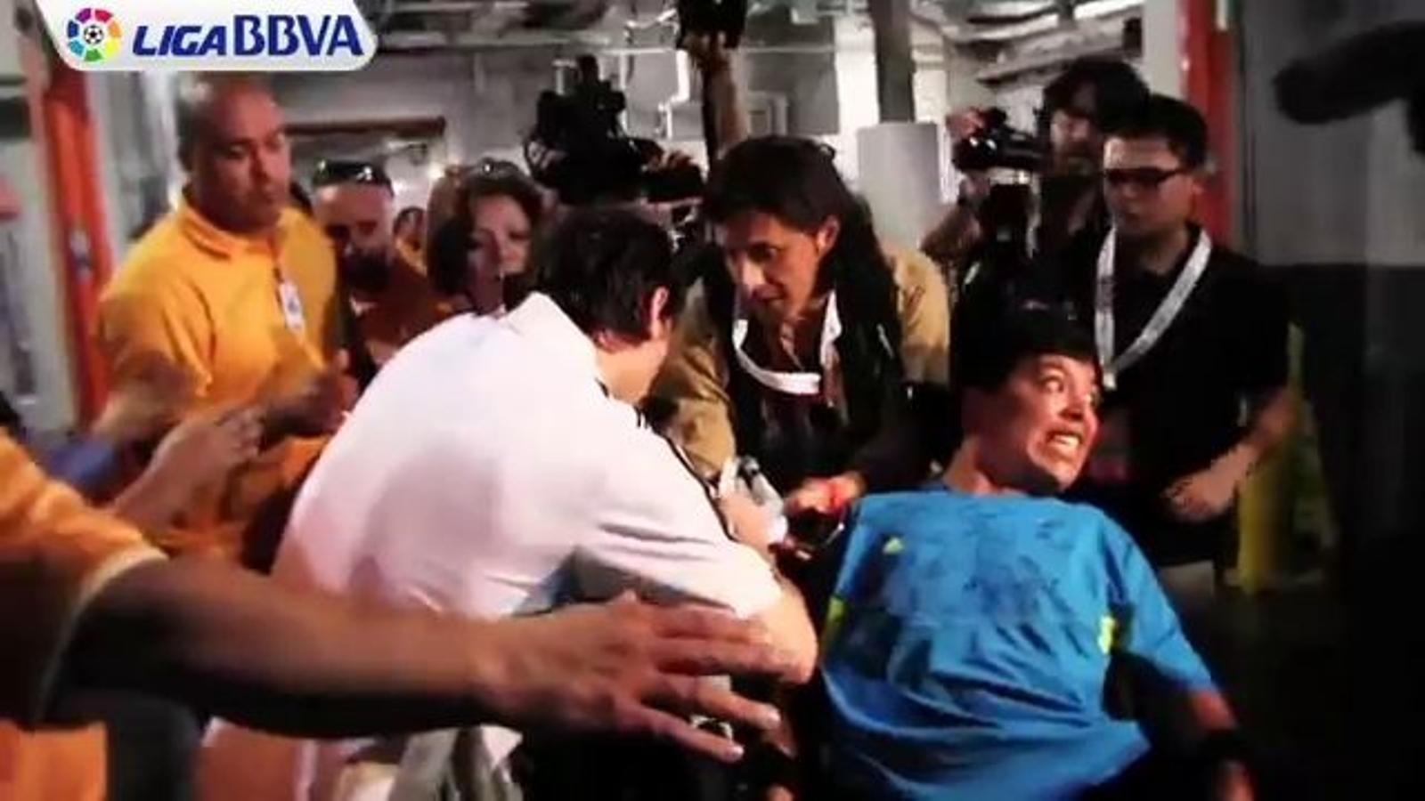 Messi fa feliç un noi discapacitat després del Brasil-Argentina