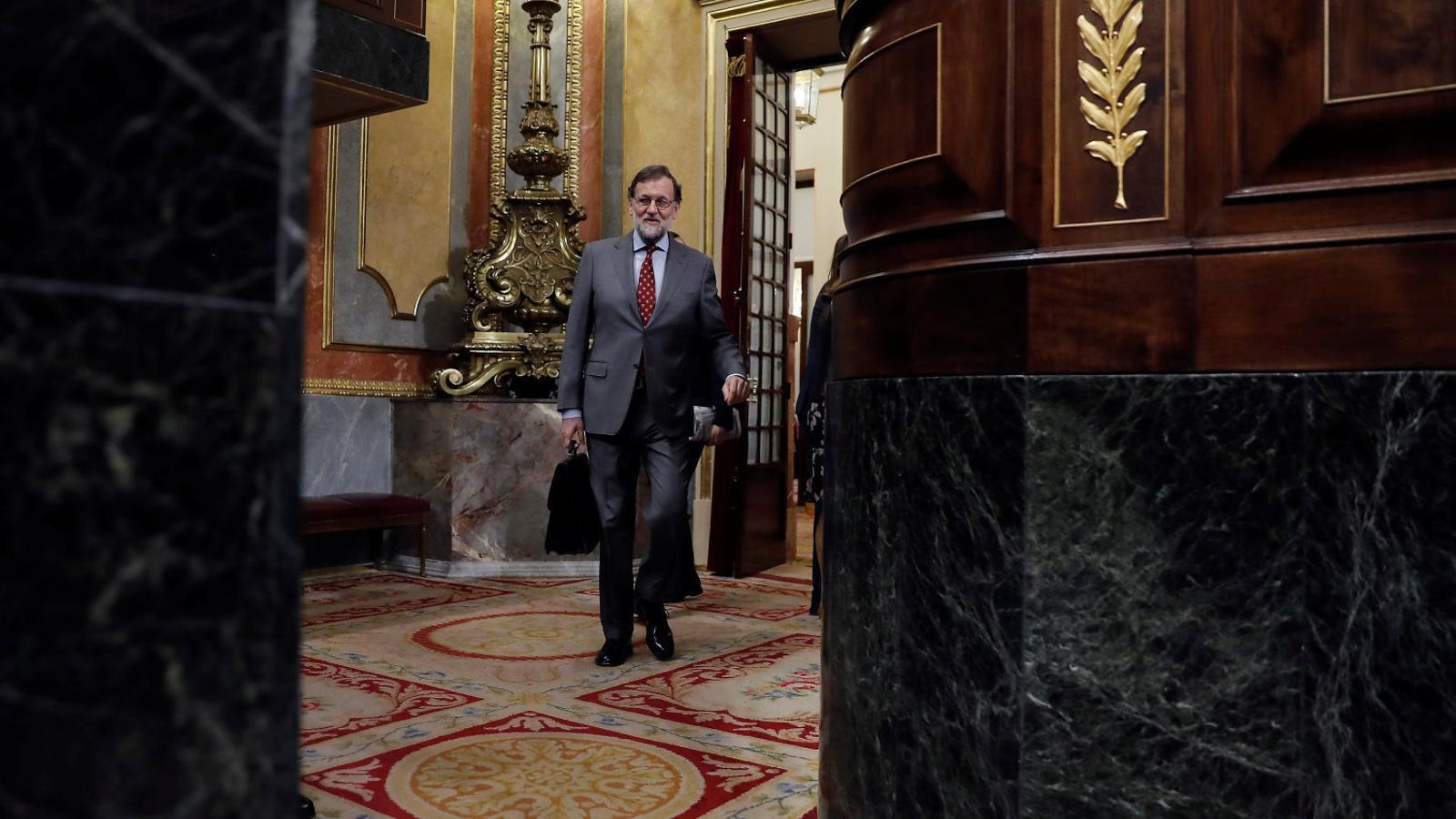 El president del govern espanyol, Mariano Rajoy, entrant a l'hemicicle del Congrés per sotmetre's a la sessió de control d'aquesta setmana.