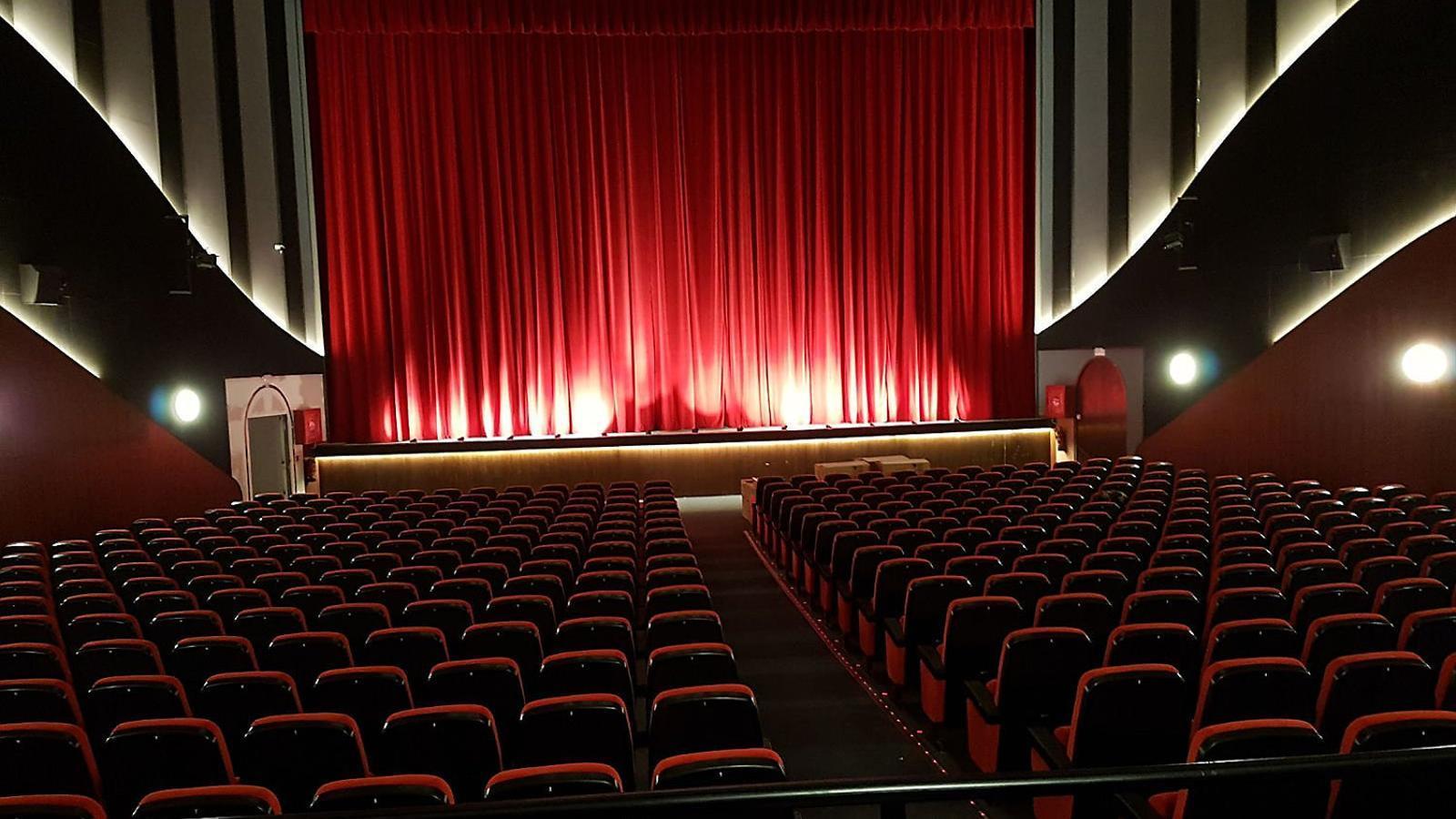 El cinema té una sala de gairebé 500 localitats.