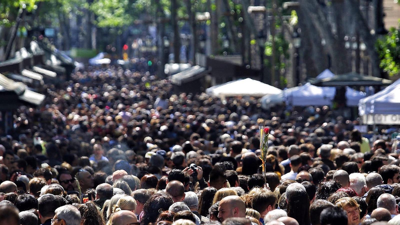 FELIZ DÍA DE SANT JORDI!!!!!!!!!!! - Página 3 Rambla-Casa-Batllo-atacar-Barcelona_1564653673_28623319_651x366