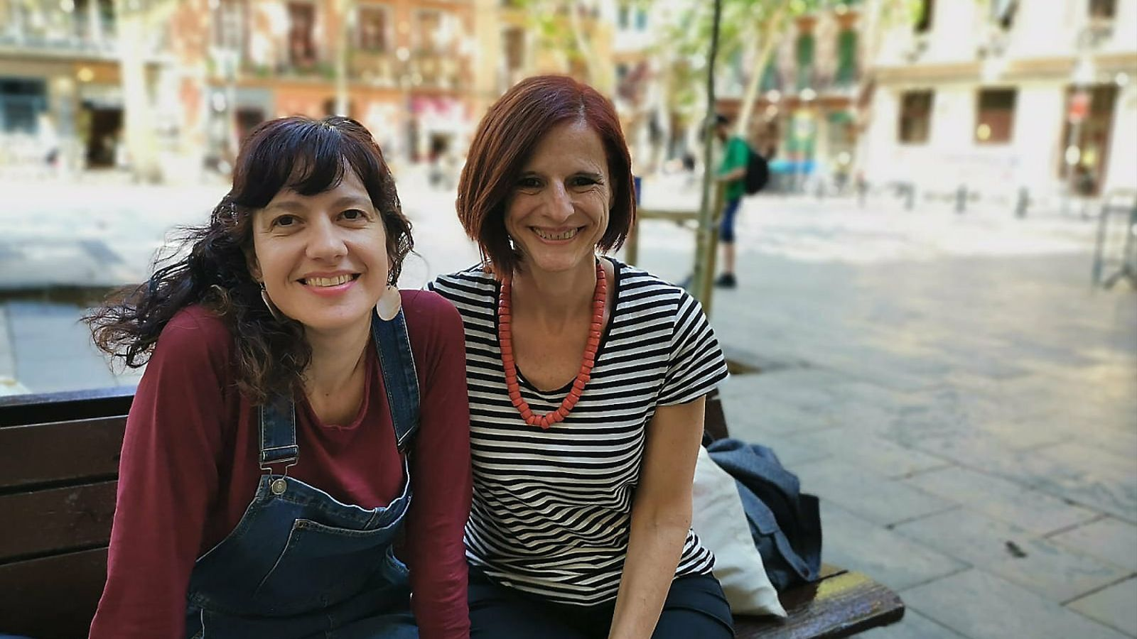 Laia Aguilar amb Anna Manso, escriptora i col·laboradora del suplement Criatures