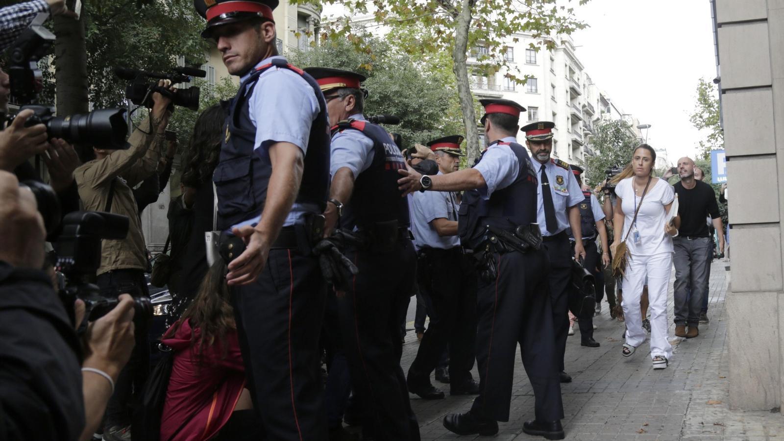 """El fiscal superior ordena a Trapero """"requisar urnes, sobres i impresos electorals"""""""