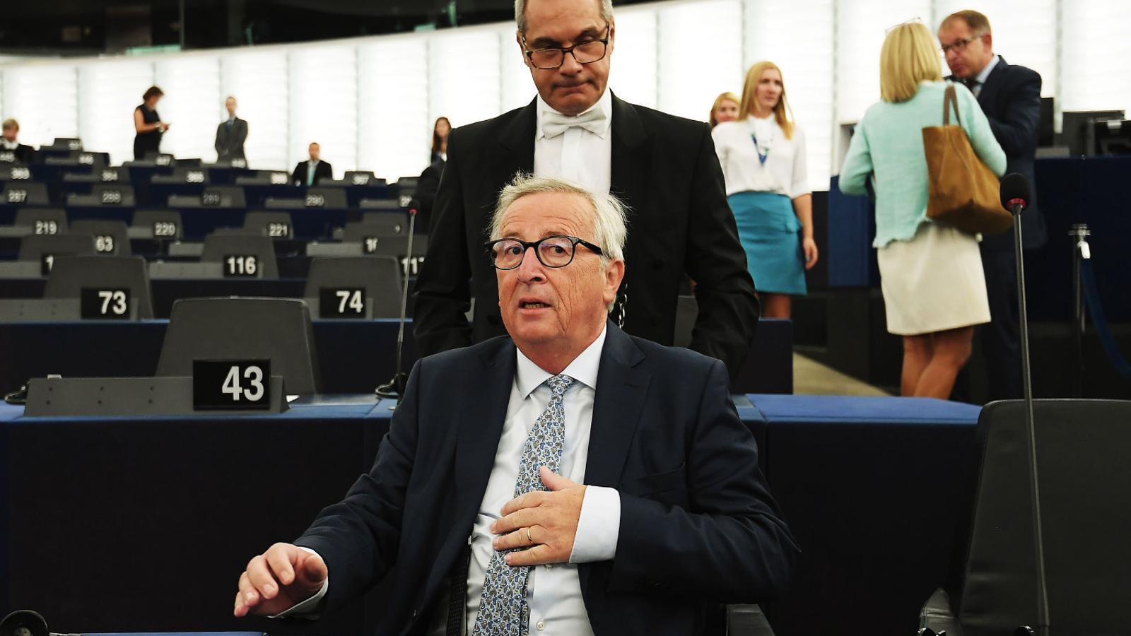 Jean-Claude Juncker a l'inici del ple del Parlament abans de fer el seu discurs, ahir a Estrasburg.