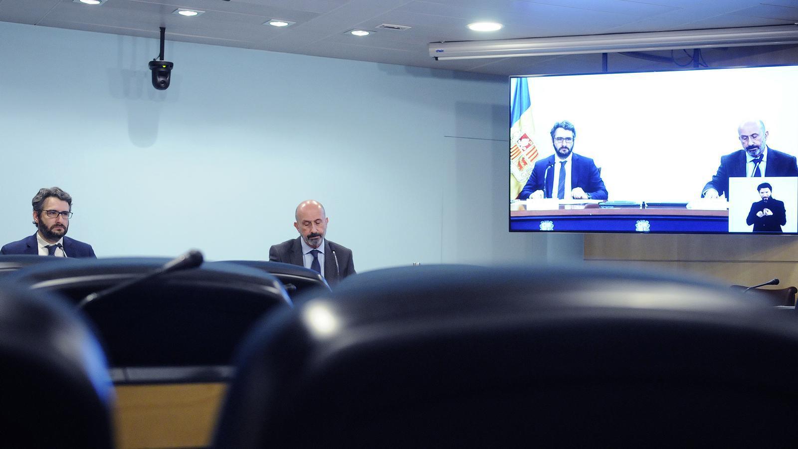 El ministre Portaveu, Eric Jover, acompanyat del ministre de Salut, Joan Martínez Benazet. / SFG