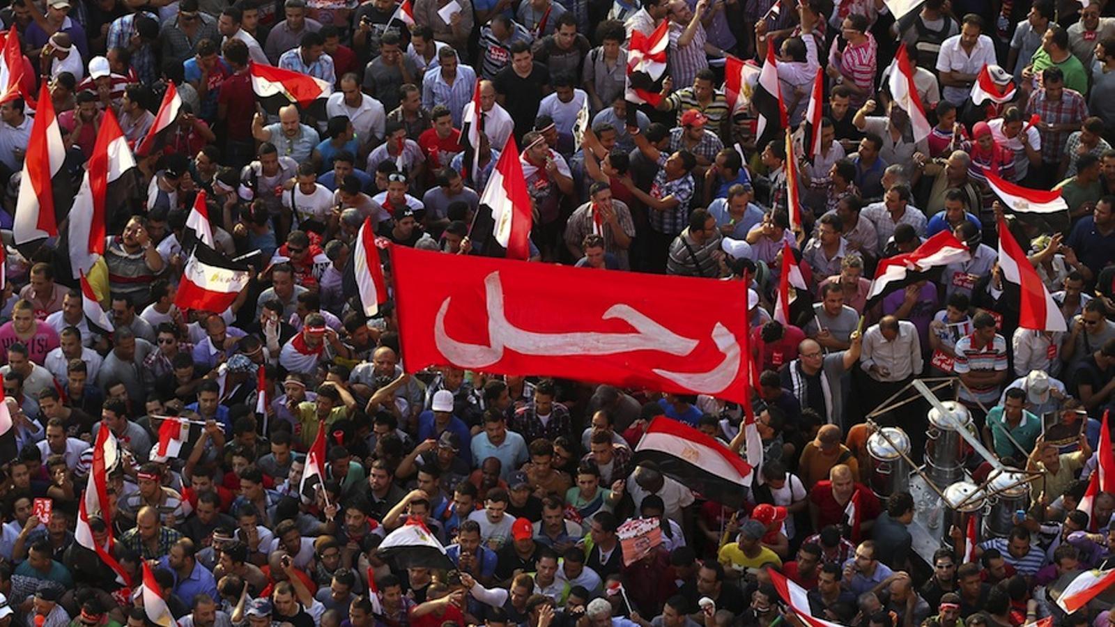 Tahrir esclata d'alegria en fer-se pública la destitució de Mursi