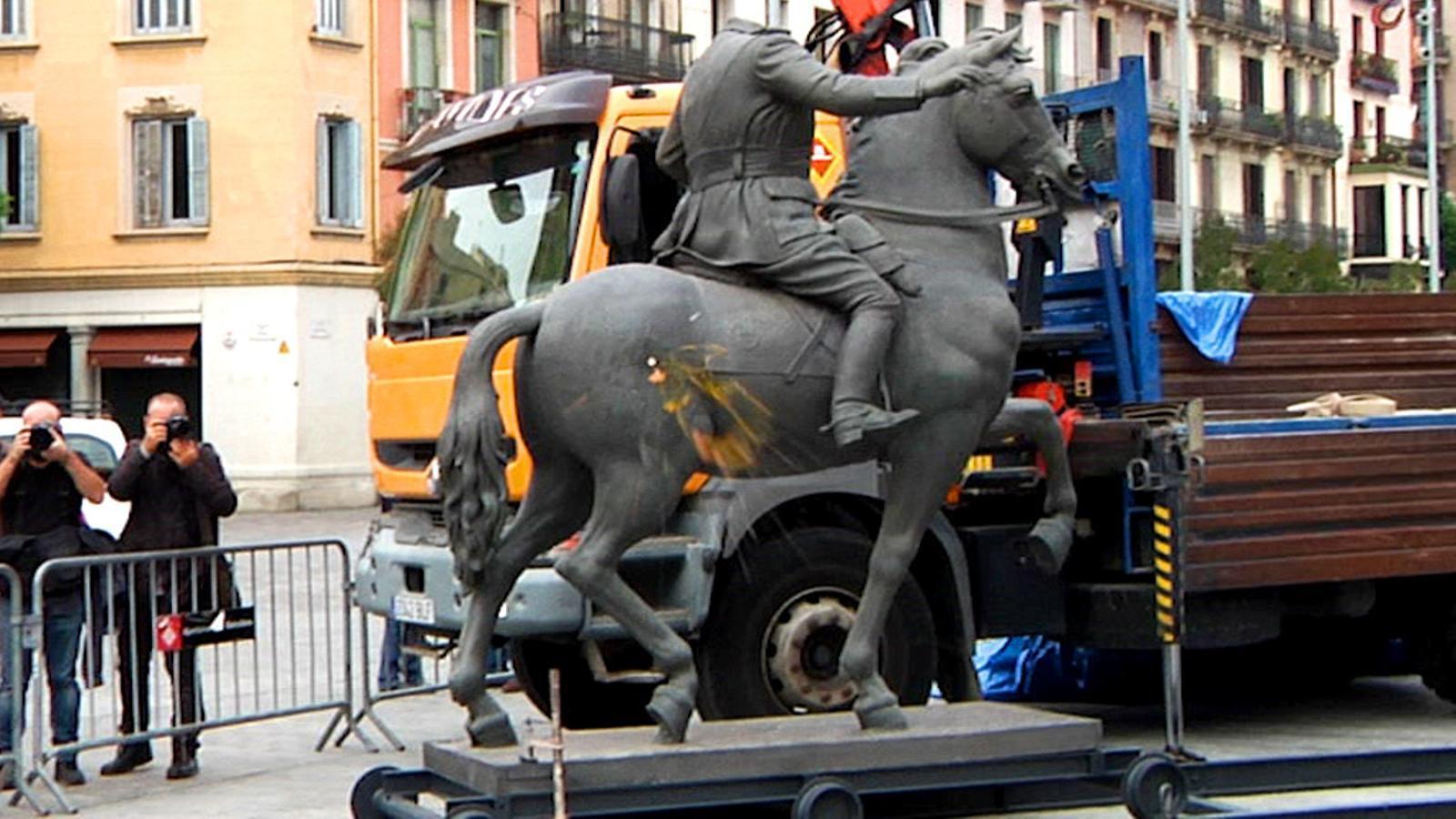L'anàlisi d'Antoni Bassas: Menys esquinçar-se les vestidures amb una estàtua