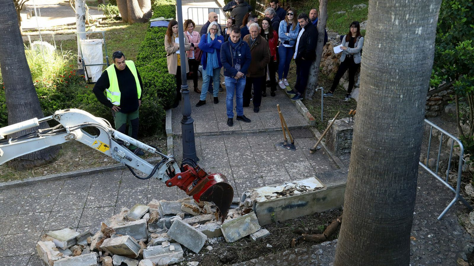 Imatge del primer dia d'excavacions al cementiri de Sencelles, aquest dimecres