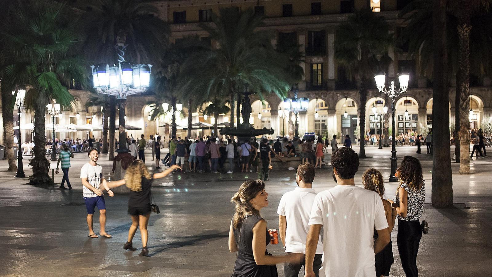 Setge a l'oci nocturn i a l'oferta turística  a Ciutat Vella