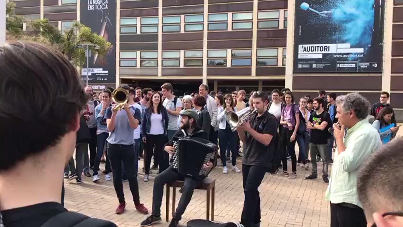 El vídeo dels alumnes de l'Esmuc per protestar per  la detenció de Cuixart i Sànchez