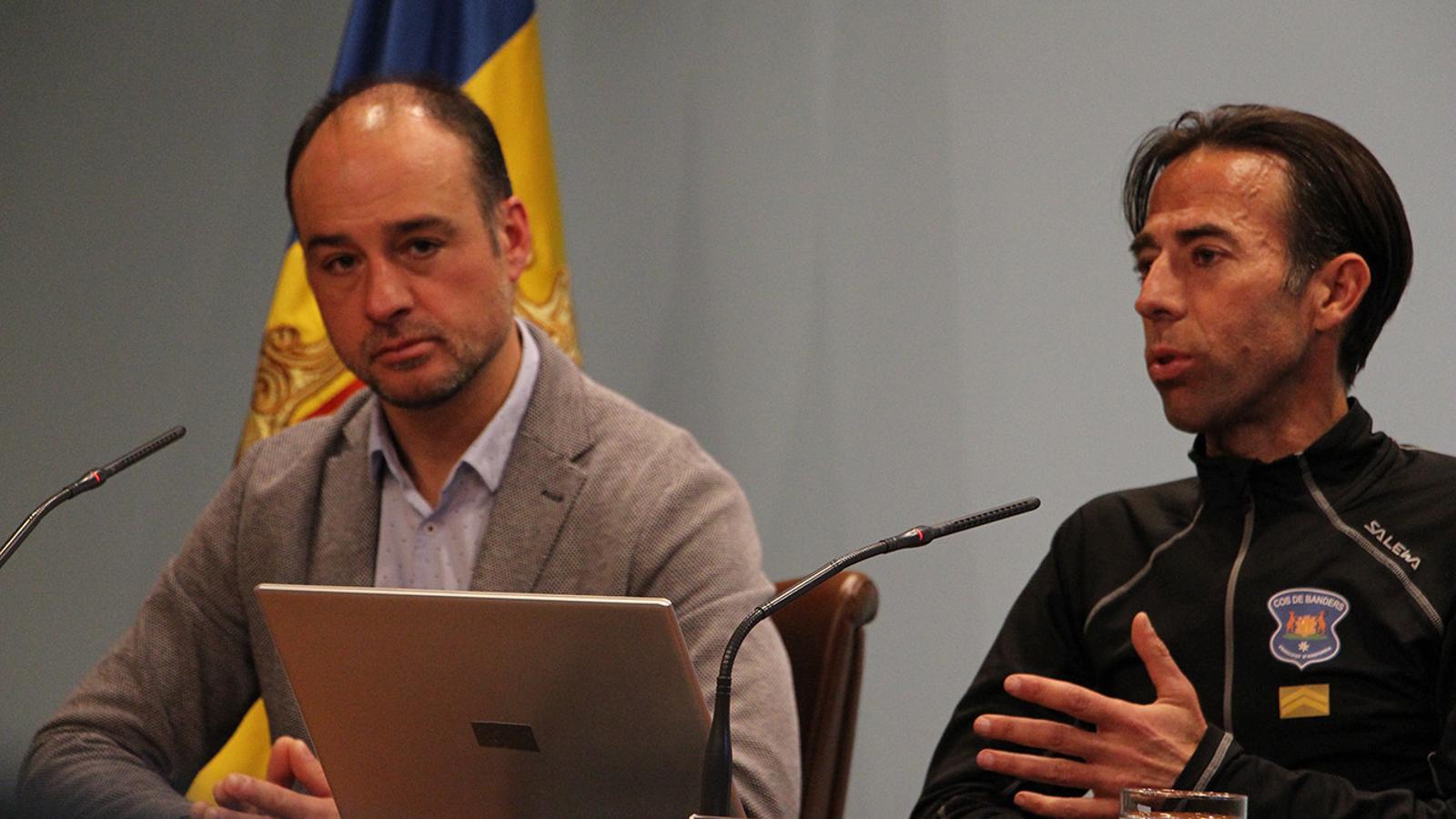 El director del cos de banders, Miquel Rossell, i el cap d'Unitat, Ferran Teixidó. / B.  N. (ANA)
