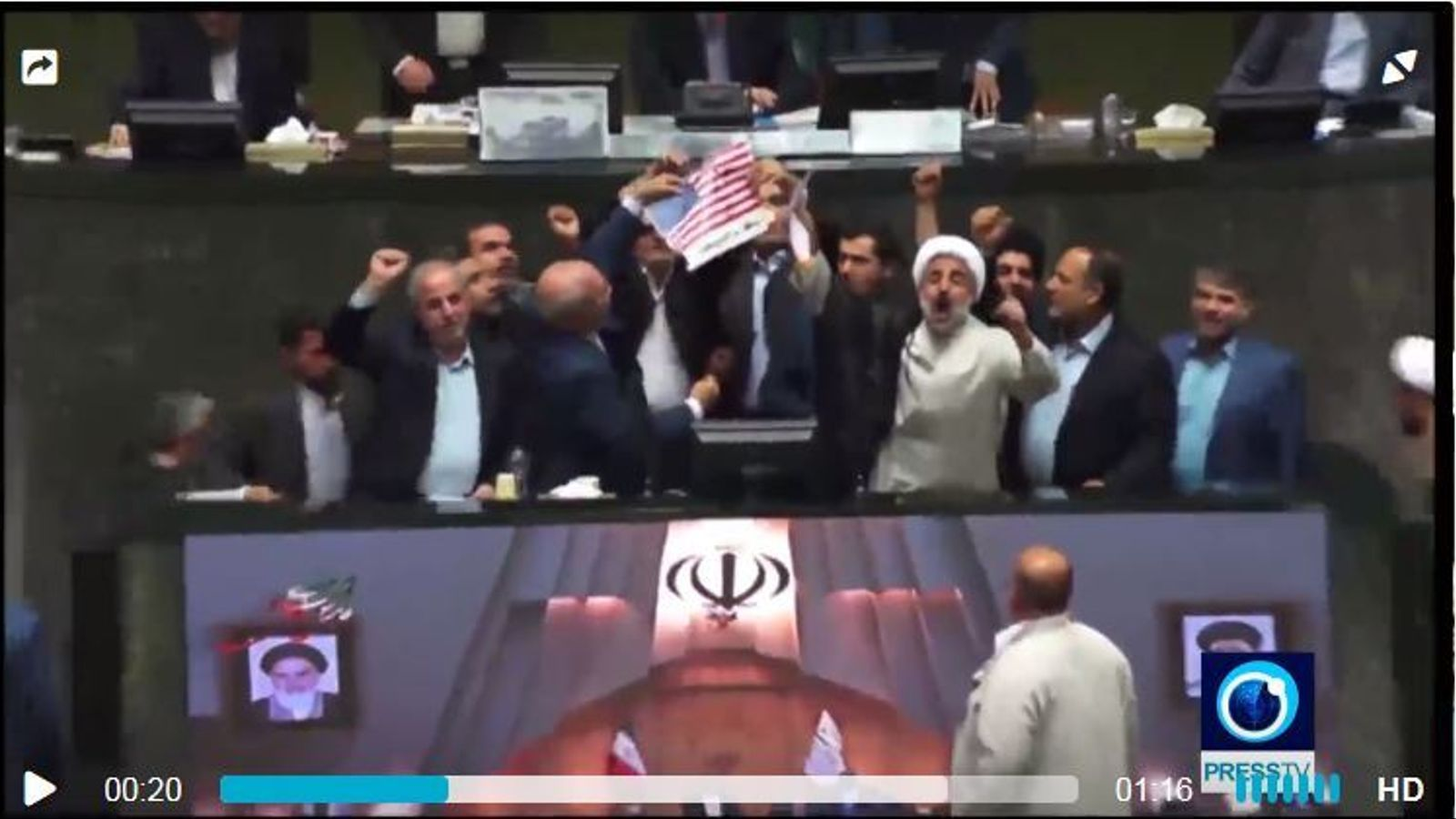 Parlamentaris iranians desfermen la seva ira cremant l'acord nuclear i una bandera dels Estats Units