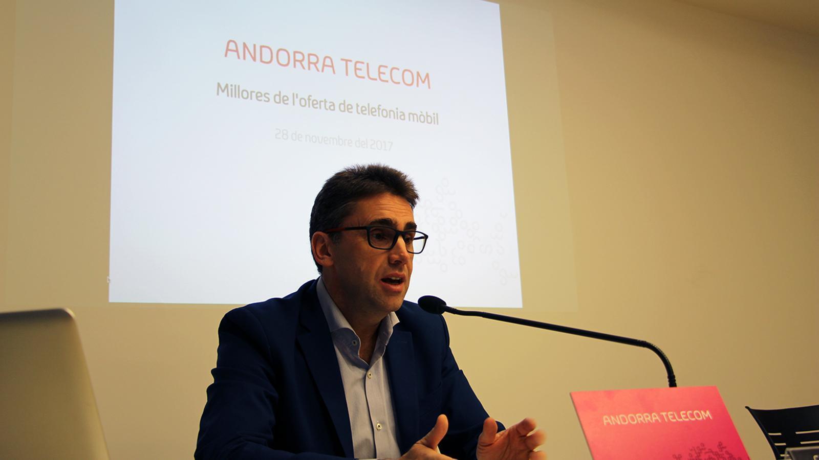 El portaveu d'Andorra Telecom, Carles Casadevall, durant la roda de premsa. / M. M. (ANA)