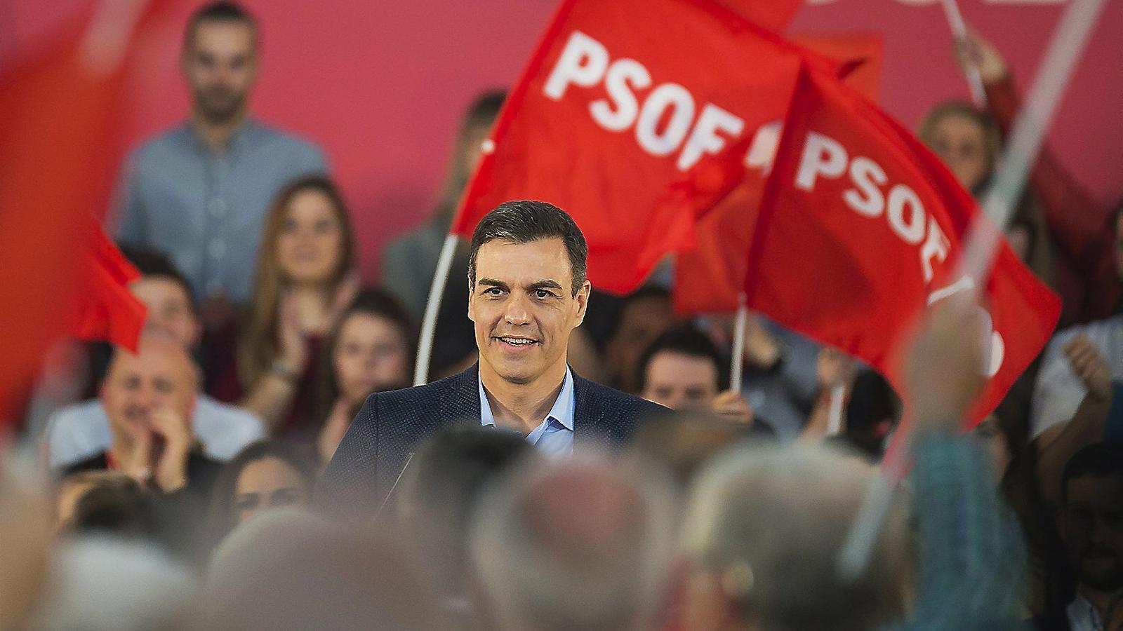 El president del govern espanyol, Pedro Sánchez,  en un míting del PSOE  a Santander.