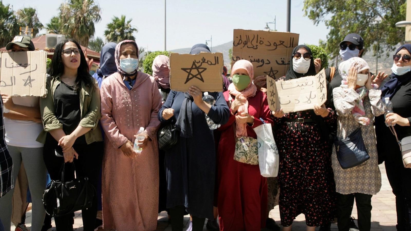 Un grup d'unes 50 dones marroquines sol·liciten tornar al seu país, al costat de la frontera de Melilla i el Marroc
