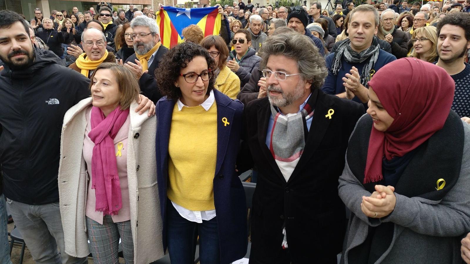 Marta Rovira i Carme Forcadell a punt per començar el míting d'ERC a Badalona