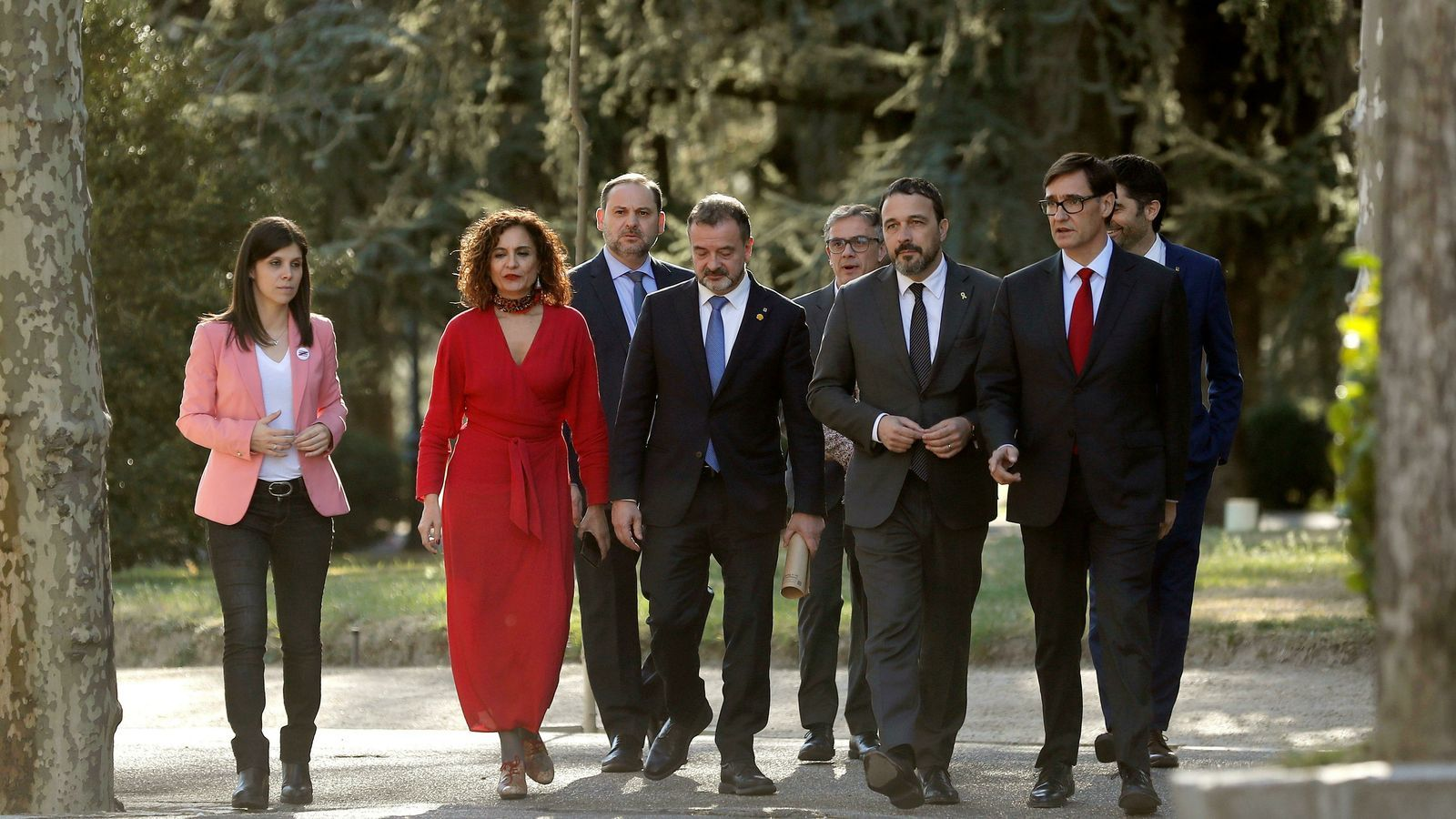 Alguns dels representants dels dos governs que formen la taula de diàleg