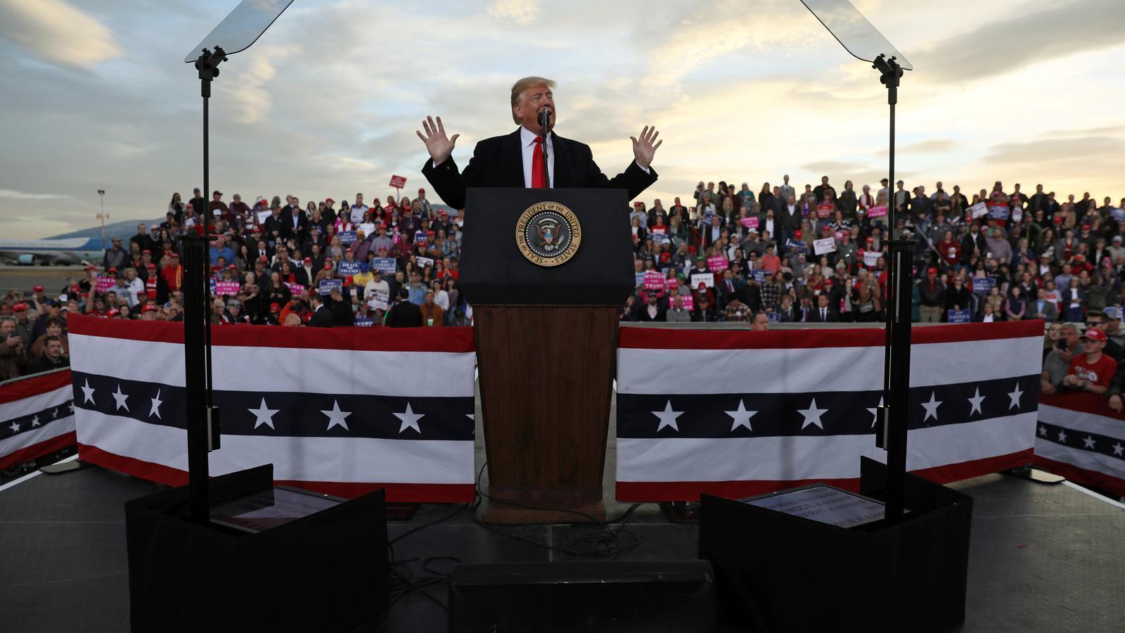 El president Donald Trump en un míting durant la manifestació a la ciutat de Missoula.