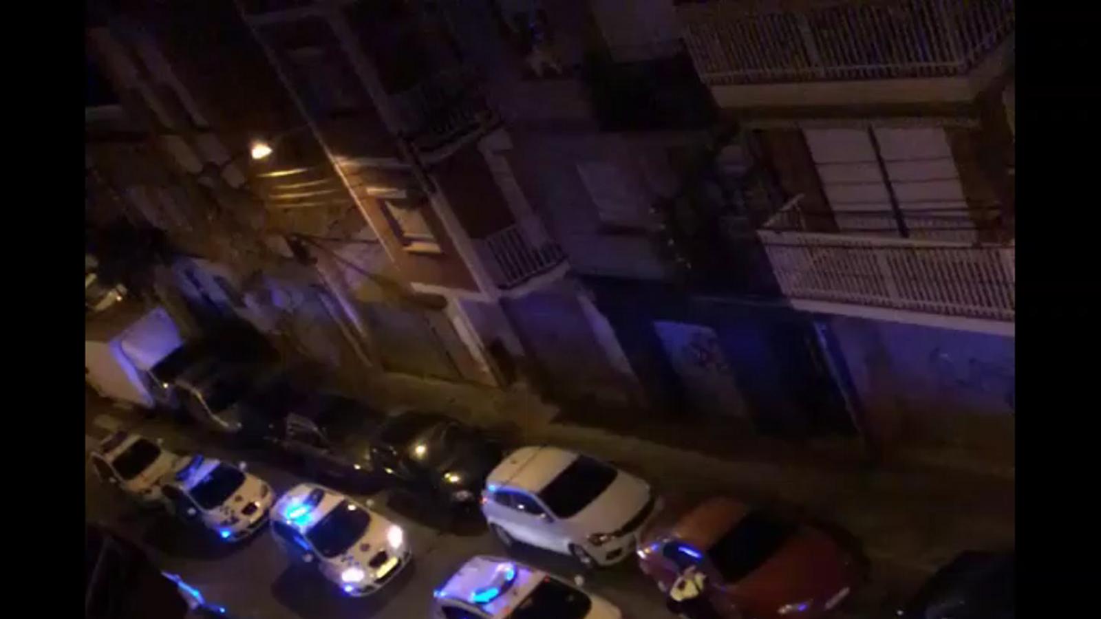 Sis mossos acaben ferits en un enfrontament amb un grup a l'Hospitalet