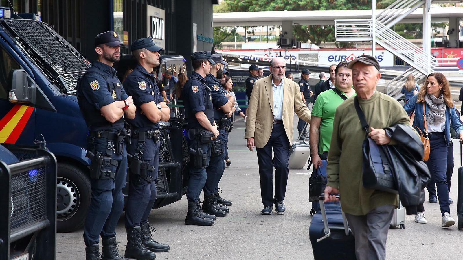 Blindatge policial a Sants i l'aeroport del Prat per la sentència de l'1-O