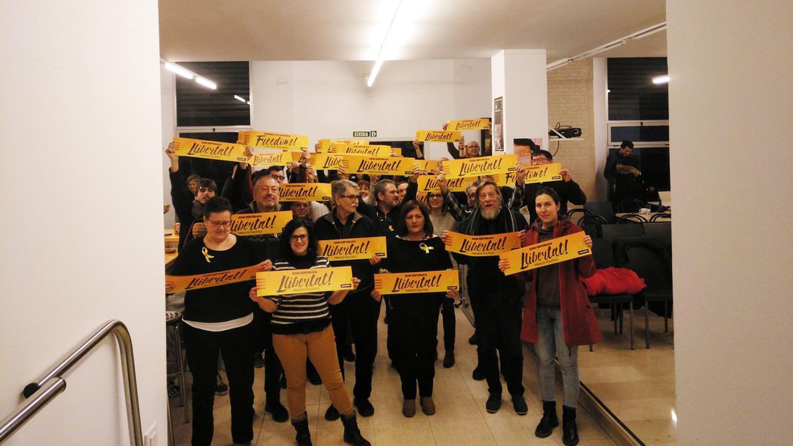 Mostra de solidaritat amb l'empresonament dels dirigents polítics catalans a les Jornades de Sociolingüística d'Alcoi.