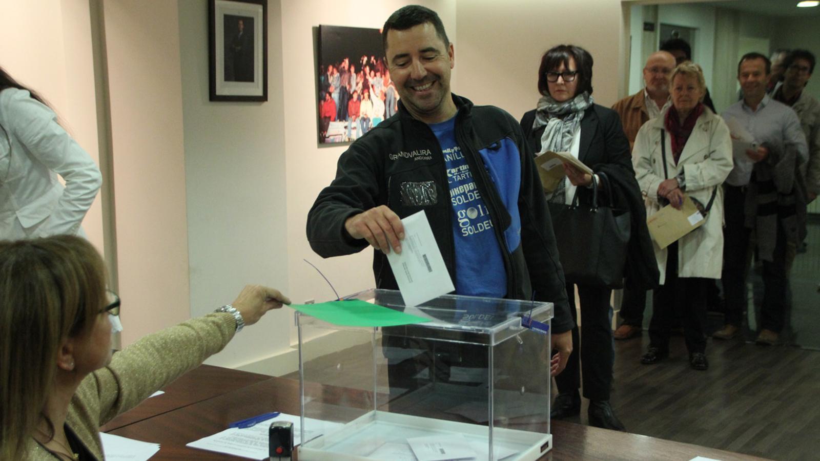 Els residents catalans votant a les eleccions del 27 de setembre del 2015. / ARXIU ANA