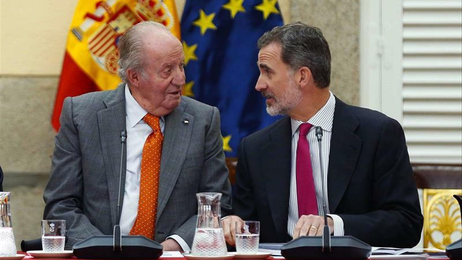El rei Joan Carles I, amb el rei Felip VI, en una imatge recent