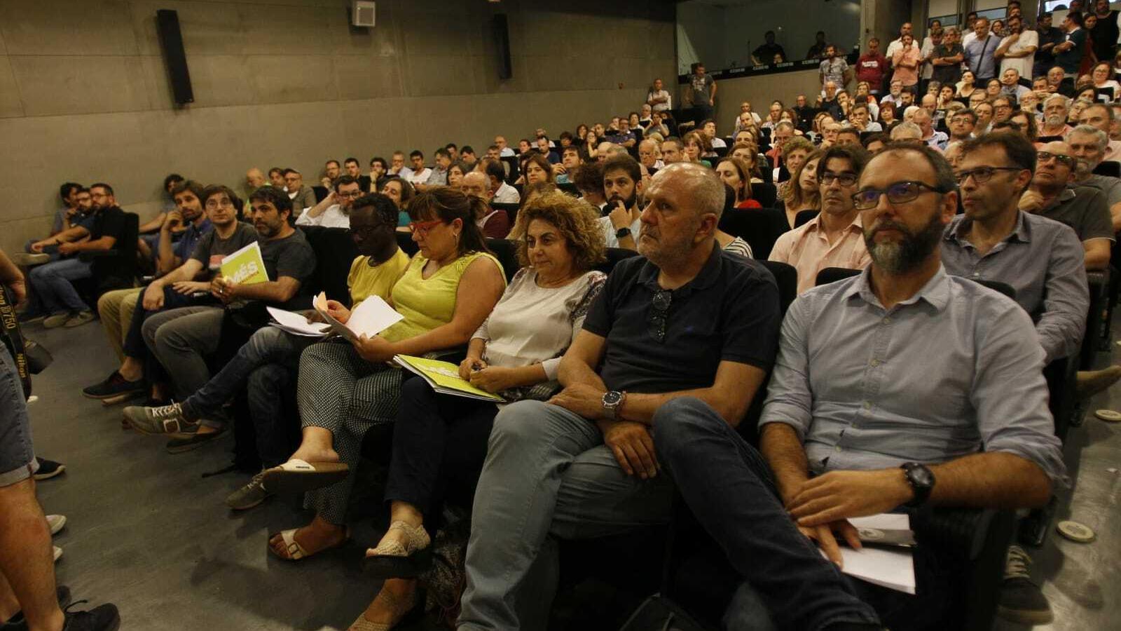 Josep Ferrà, Guillem Balboa, Bel Busquets, Joana Aina Campomar, Miquel Ensenyat i Miquel Gallardo durant l'assemblea.