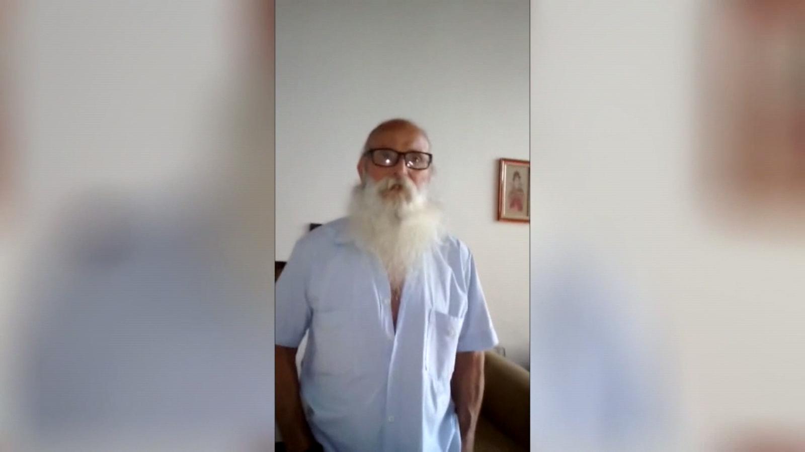 L'home proclama en el vídeo que està viu