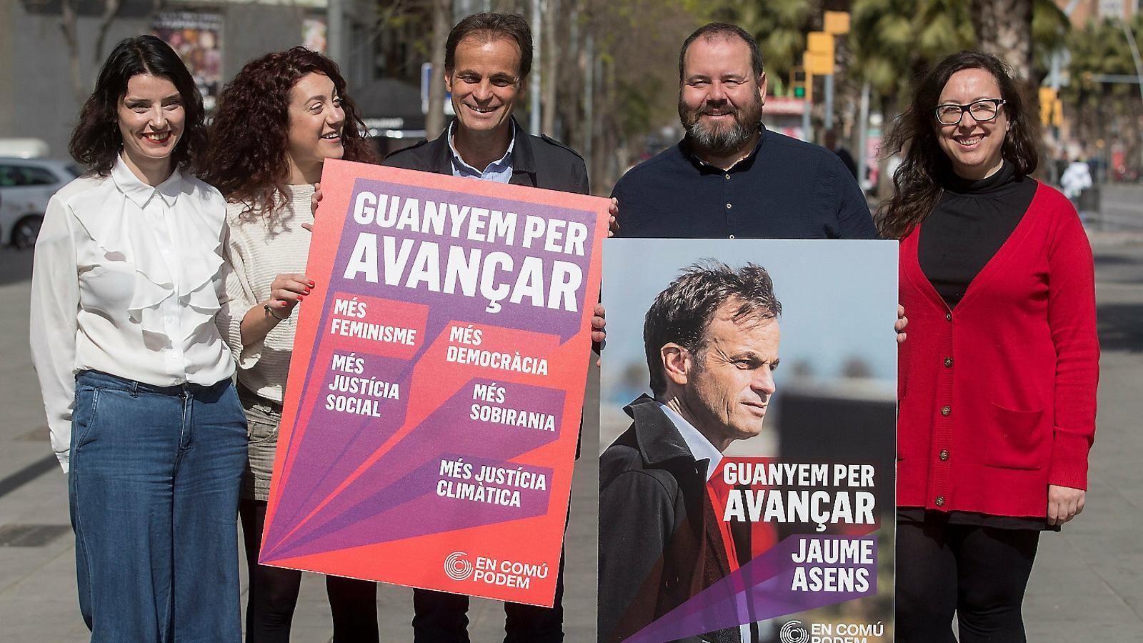 Els comuns releguen Podem a un segon pla en la campanya