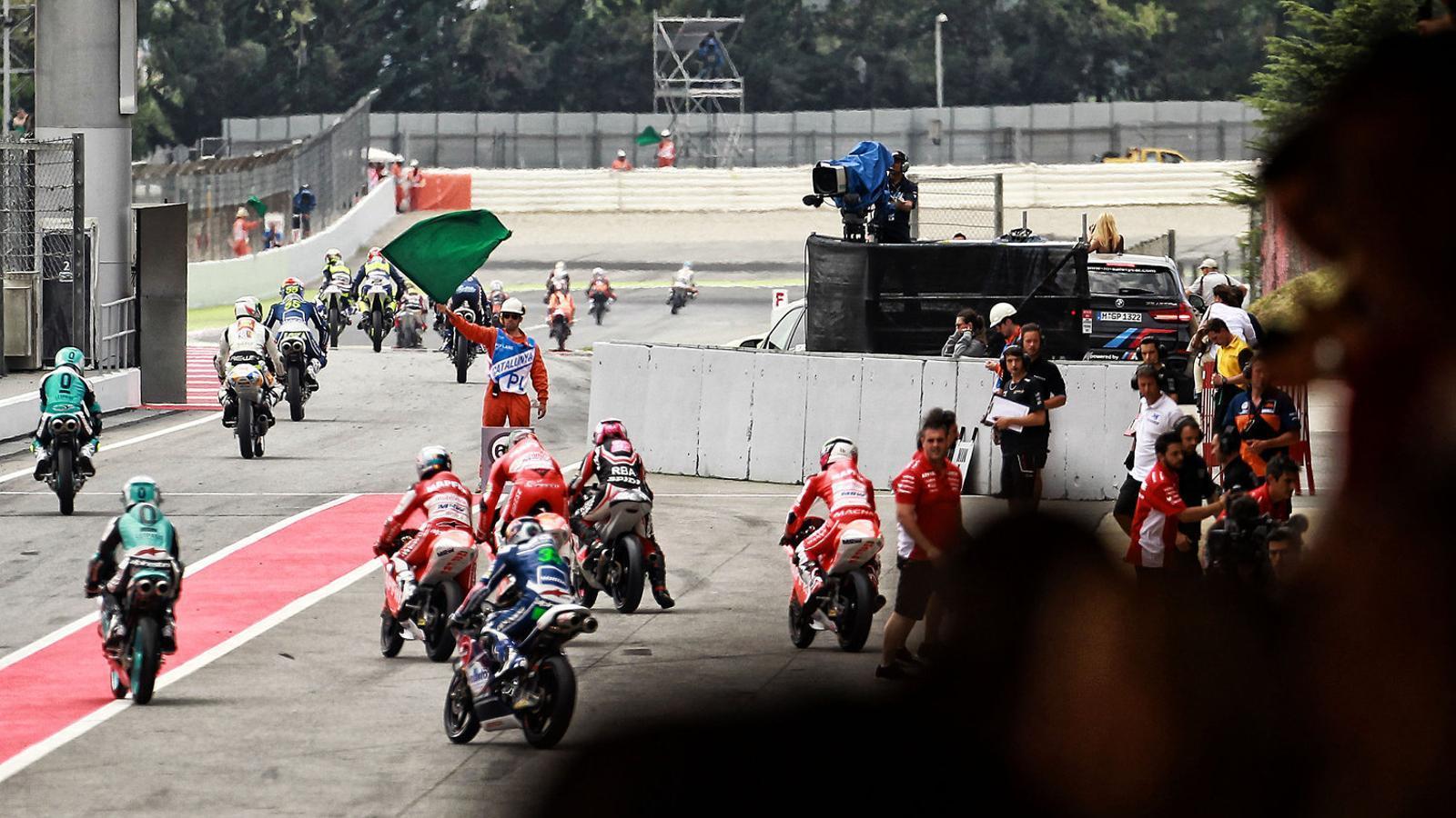 Els pilots de Moto3 abans d'una cursa disputada fa un parell d'anys al Circuit de Barcelona-Catalunya.